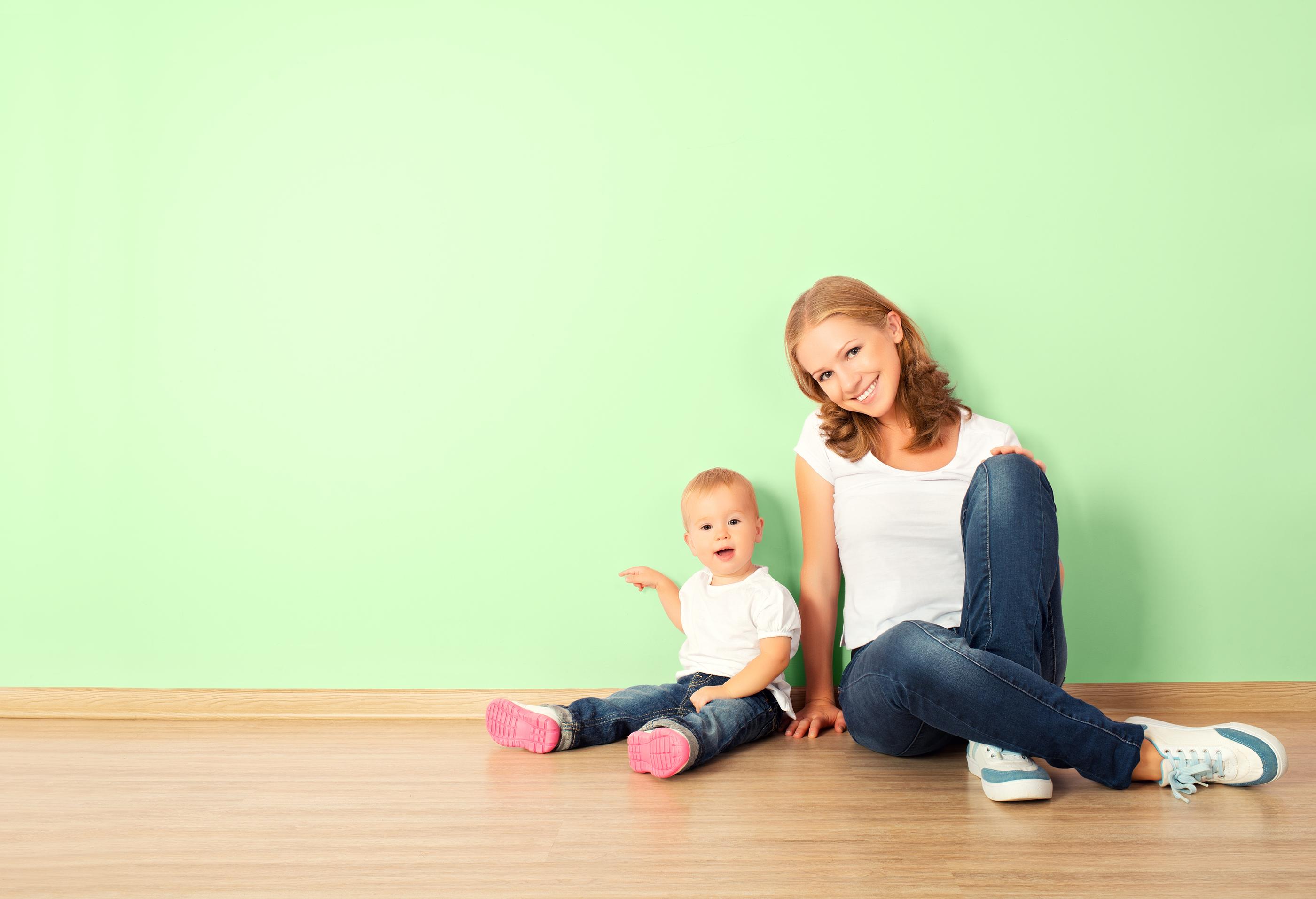 С мамой на полу 20 фотография