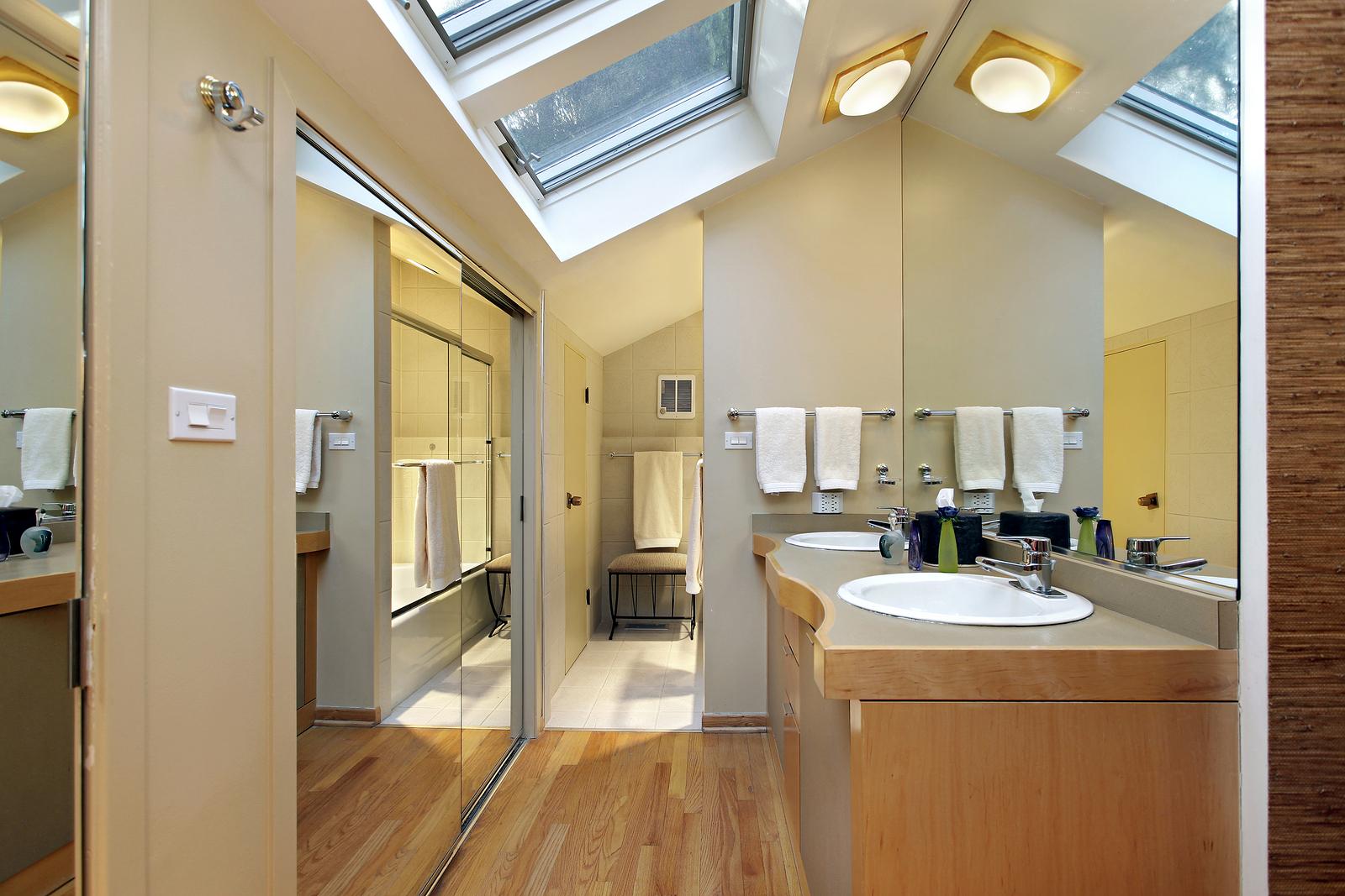 bigstock-Master-bath-in-suburban-home-w-22837157